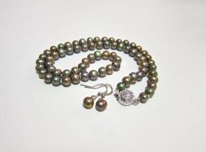 Pistachio necklace & drop ear-ring set